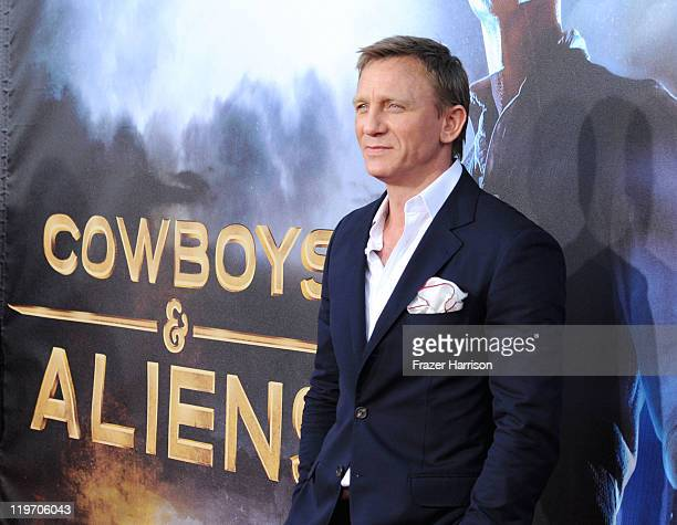 """Actor Daniel Craig attends the Premiere of Universal Pictures """"Cowboys & Aliens"""" during Comic-Con 2011 at San Diego Civic Theatre on July 23, 2011 in..."""