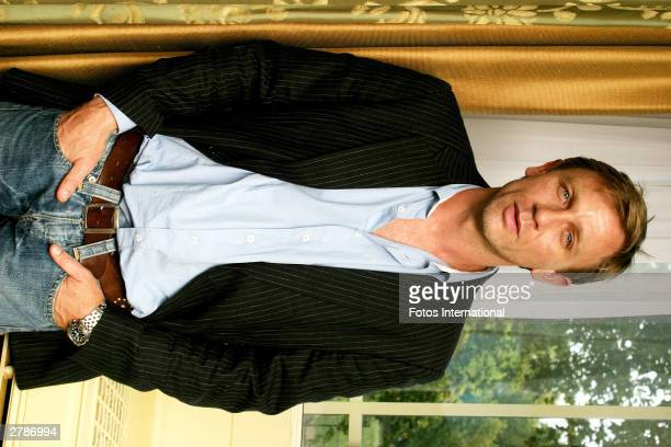 OUT*** Actor Daniel Craig poses at a press junket for his new film 'Sylvia' at the Dorchester Hotel October 13 2003 in London England