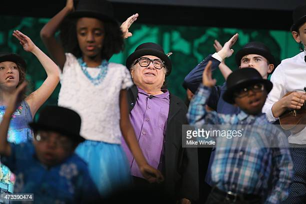 Actor Danny DeVito and the SeriousFun campers perform onstage during the SeriousFun Children's Network 2015 Los Angeles Gala An Evening Of SeriousFun...