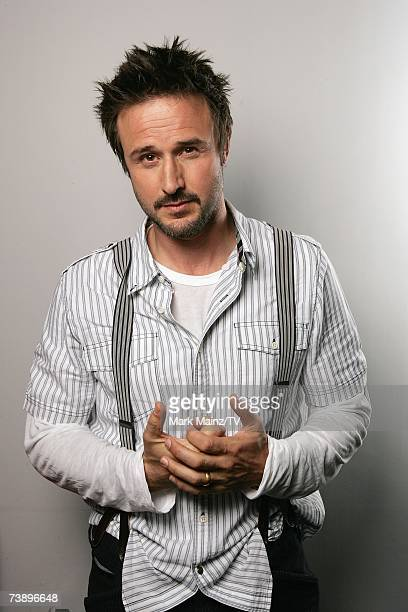 Alex o'loughlin doing tv guide's water cooler quiz – 2008 | alex o.
