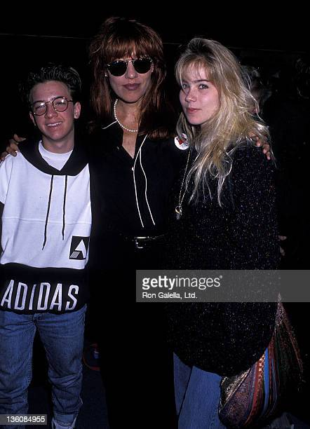 Actor David Faustino actress Katey Sagal and actress Christina Applegate on October 6 1989 arrive at the Los Angeles International Airport in Los...