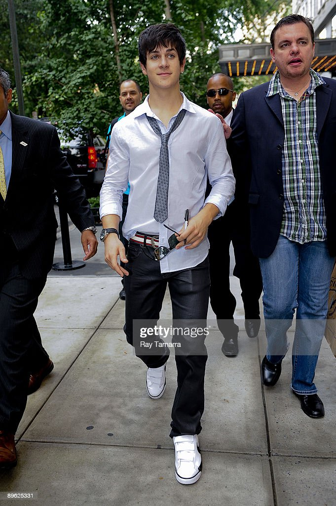 Actor David Henrie leaves his Gramercy Park hotel on August 05, 2009 in New York City.