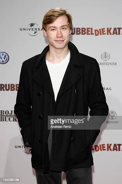 Actor David Kross attends the RUBBELDIEKATZ Premiere at Cinemaxx on November 30 2011 in Berlin Germany