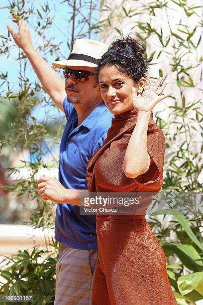 """Actor David Spade and actress Salma Hayek attend the """"Grown Ups 2"""" photocall during The 5th Annual Summer Of Sony on April 18, 2013 in Cancun, Mexico."""