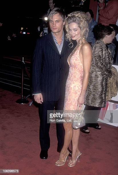 Actor Dax Griffin and actress Jennifer Gareis attend the Miss Congeniality Hollywood Premiere on December 14 2000 at Mann's Chinese Theatre in...