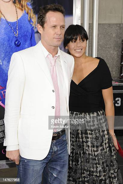 Actor Dean Winters and Kelly Hulbert attend the premiere of Sex and the City The Movie at Radio City Music Hall on May 27 2008 in New York City