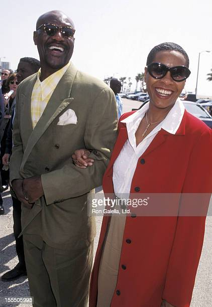 Actor Delroy Lindo and wife Neshormeh Lindo attend the 13th Annual IFP/West Independent Spirit Awards on March 21 1998 at Santa Monica Beach in Santa...