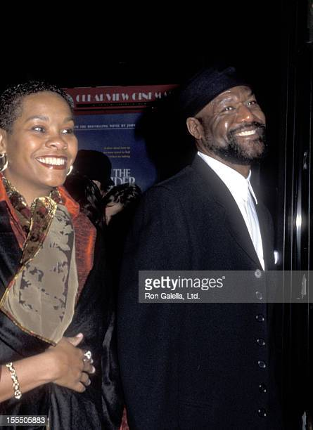 Actor Delroy Lindo and wife Neshormeh Lindo attend The Cider House Rules New York City Premiere on November 14 1999 at Ziegfeld Theater in New York...