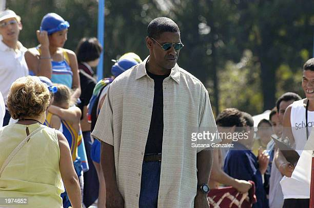 Actor Denzel Washington films a scene of Man On Fire at a sports club May 5 2003 in Mexico City Mexico
