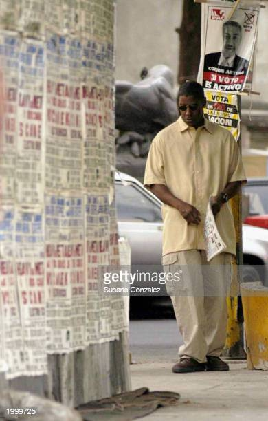 Actor Denzel Washington films a scene of the film Man On Fire May 14 2003 in Mexico City Mexico