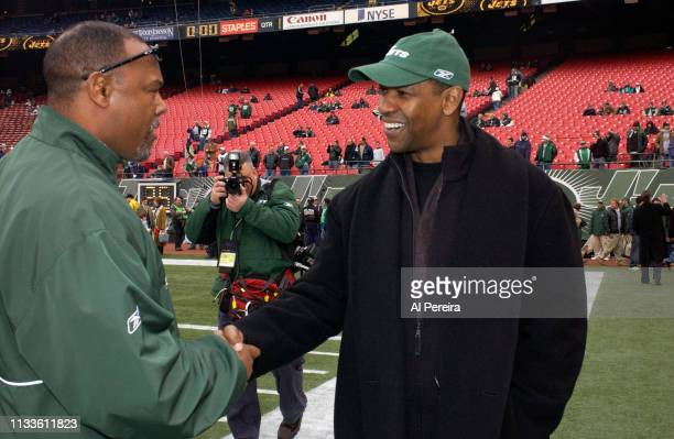 Actor Denzel Washington meets with New York Jets Defensive COodinator Donnie Henderson on the New York Jets sideline when he attends the New York...