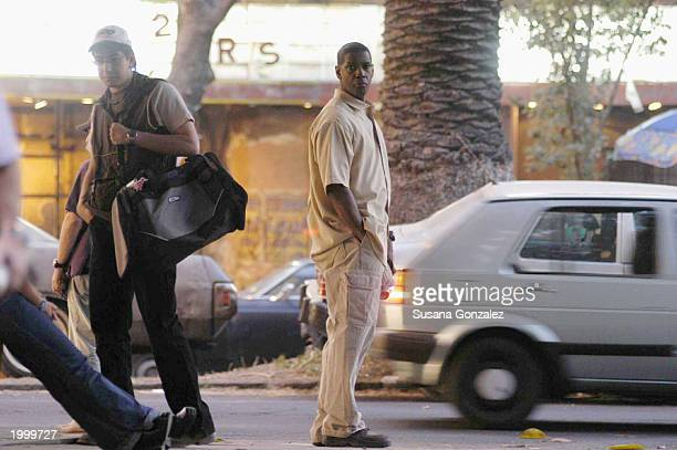 Actor Denzel Washington stands on set while filming a scene of the film Man On Fire May 14 2003 in Mexico City Mexico