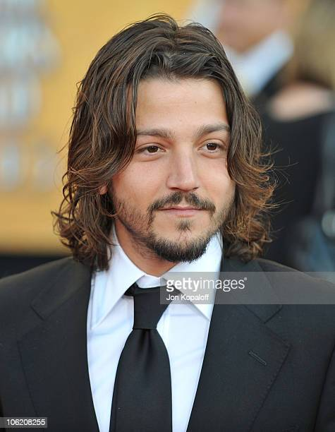 Actor Diego Luna arrives at the 15th Annual Screen Actors Guild Awards held at the Shrine Auditorium on January 25 2009 in Los Angeles California