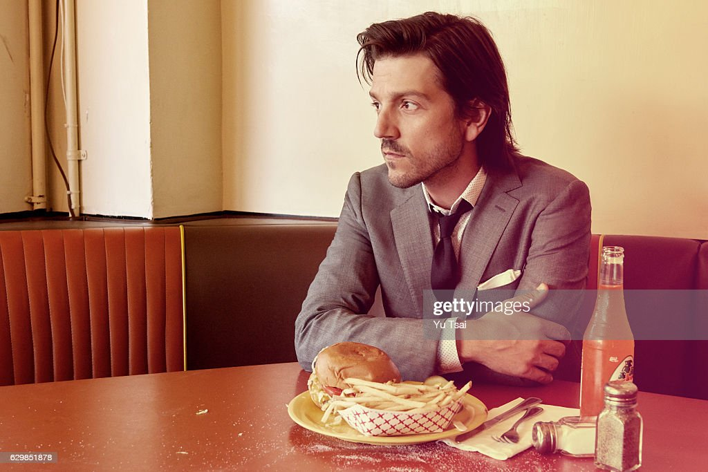 Diego Luna, Vanity Fair, November 1, 2016 : News Photo
