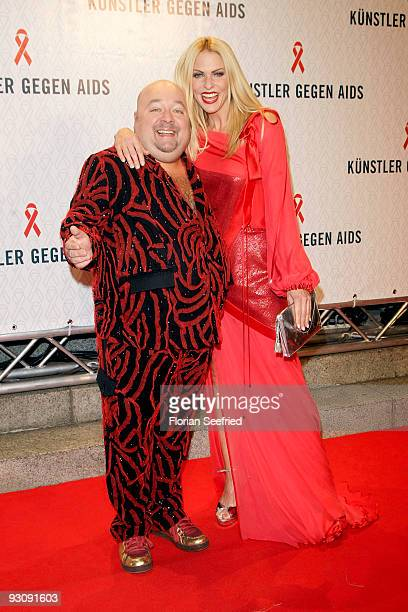 Actor Dirk Bach and tv host Sonya Kraus attend the AIDS Gala 2009 at theater des Westen on November 16 2009 in Berlin Germany