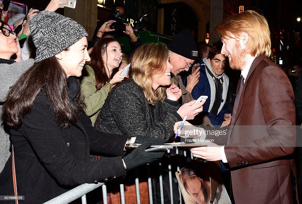 "Premiere Of 20th Century Fox And Regency Enterprises' ""The Revenant"" - Red Carpet : News Photo"