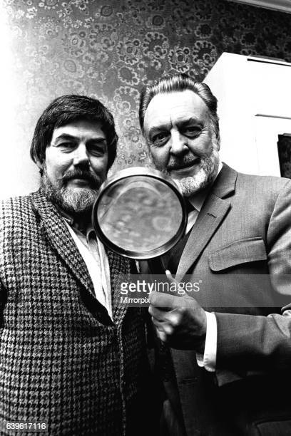 Actor Donald Sinden was presented with an enormous magnifiying glass by namesake David Sinden a master glass grinder on 20th March 1980 Donald was...