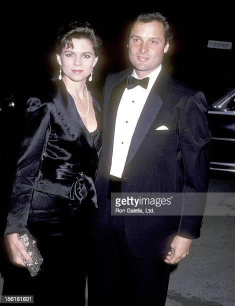 Actor Doug Barr and wife Clare Kirkconnell attend the Gary Hart Presidential Campaign Fundraiser on November 2, 1985 in Brentwood, California.