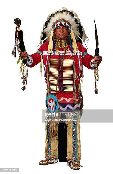 actor dressed as native american chief - headdress stock pictures, royalty-free photos & images