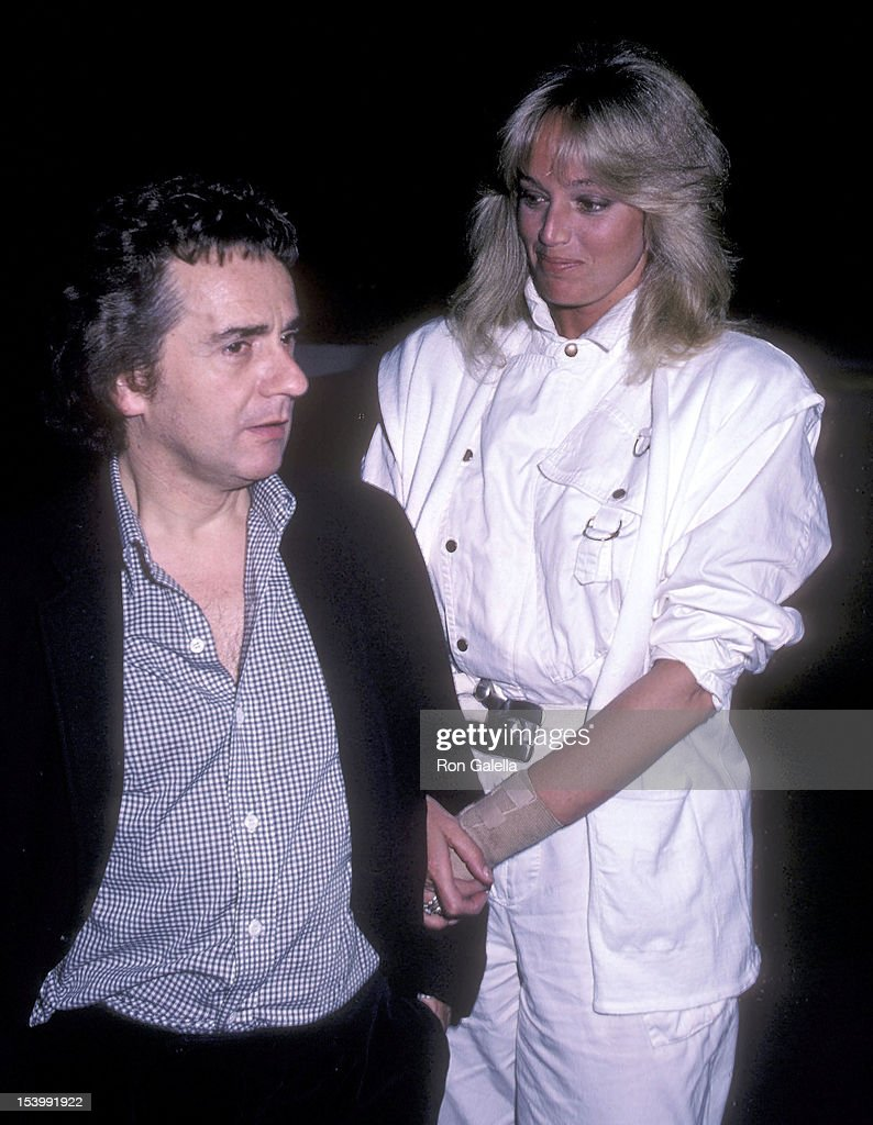 Dudley Moore and Susan Anton dine at Spago : News Photo
