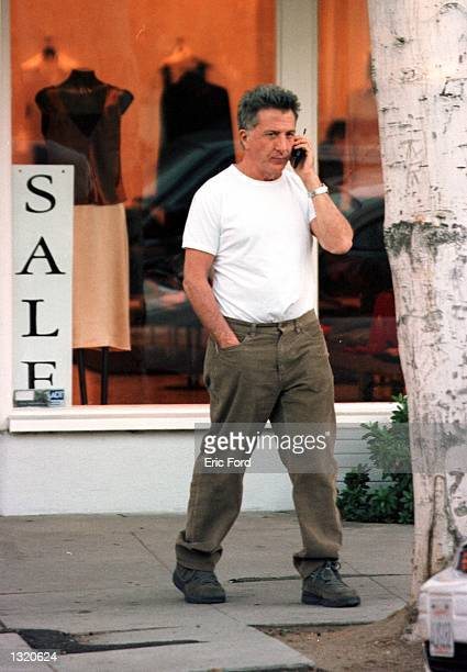 Actor Dustin Hoffman shops with his daughter December 19, 2000 in Beverly Hills, CA