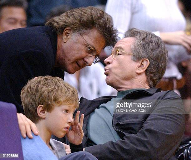US actor Dustin Hoffman talks with US actor Warren Beatty as Beatty's son Benjamin watches a game between Los Angeles Lakers and Phoenix Suns at the...