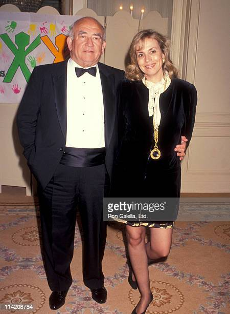 Actor Ed Asner and Cindy Gilmore attend 10th Annual Para Los Ninos Benefit on March 21 1991 at the Beverly Wilshire Hotel in Beverly Hills California