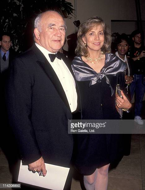 Actor Ed Asner and Cindy Gilmore attend 44th Annual Writers Guild of America Awards on March 22 1992 at the Beverly Hilton Hotel in Beverly Hills...