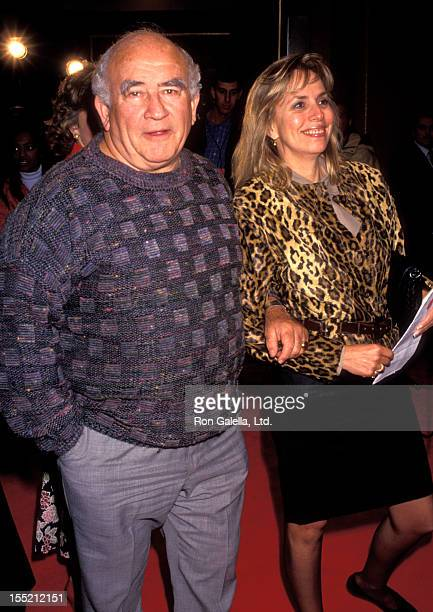 Actor Ed Asner and Cindy Gilmore attend the premiere of Hamlet on December 18 1990 at Mann Village Theater in Westwood California