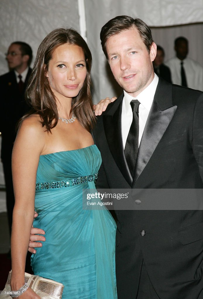 Actor Ed Burns and wife Christy Turlington pose before leaving The Metropolitan Museum of Art's Costume Institute Gala May 07, 2007 in New York City.