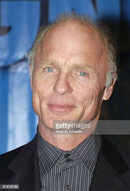 Actor Ed Harris arrives at the Project Angel Foods Divine Design 2004 Gala on December 2 2004 at the Barker Hangar in Santa Monica California