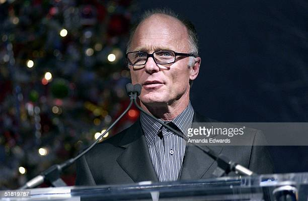 Actor Ed Harris gives a speech at the Project Angel Foods Divine Design 2004 Gala on December 2 2004 at the Barker Hangar in Santa Monica California