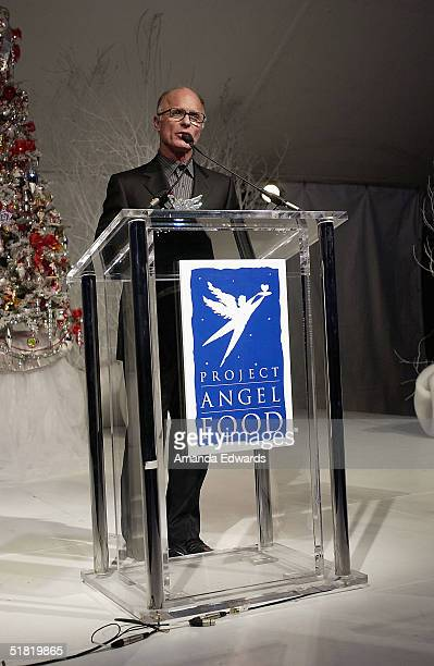 Actor Ed Harris gives a speech at the Project Angel Foods Divine Design 2004 Gala at the Barker Hangar on December 2 2004 in Santa Monica California