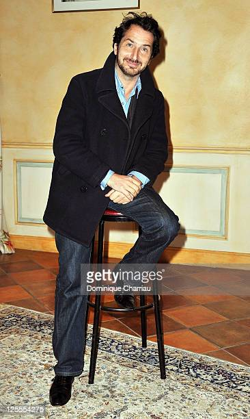 Actor Edouard Baer poses for the photocall of ''Mon Pote' at hotel Renoir during the Festival of sarlat on November 11, 2010 in Bergerac, France.