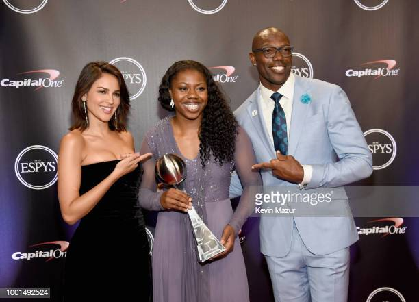 Actor Eiza Gonzalez Basketball player Arike Ogunbowale and Terrell Owens pose with the award for Best Play during The 2018 ESPYS at Microsoft Theater...