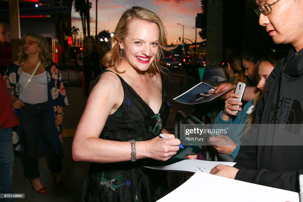 "Premiere Of Hulu's ""The Handmaid's Tale"" - Red Carpet : News Photo"