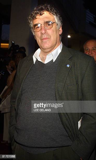 US actor Elliot Gould arrives for the premiere of director Spike Lee's documentary feature Jim Brown All American 17 April 2002 in Beverly Hills...