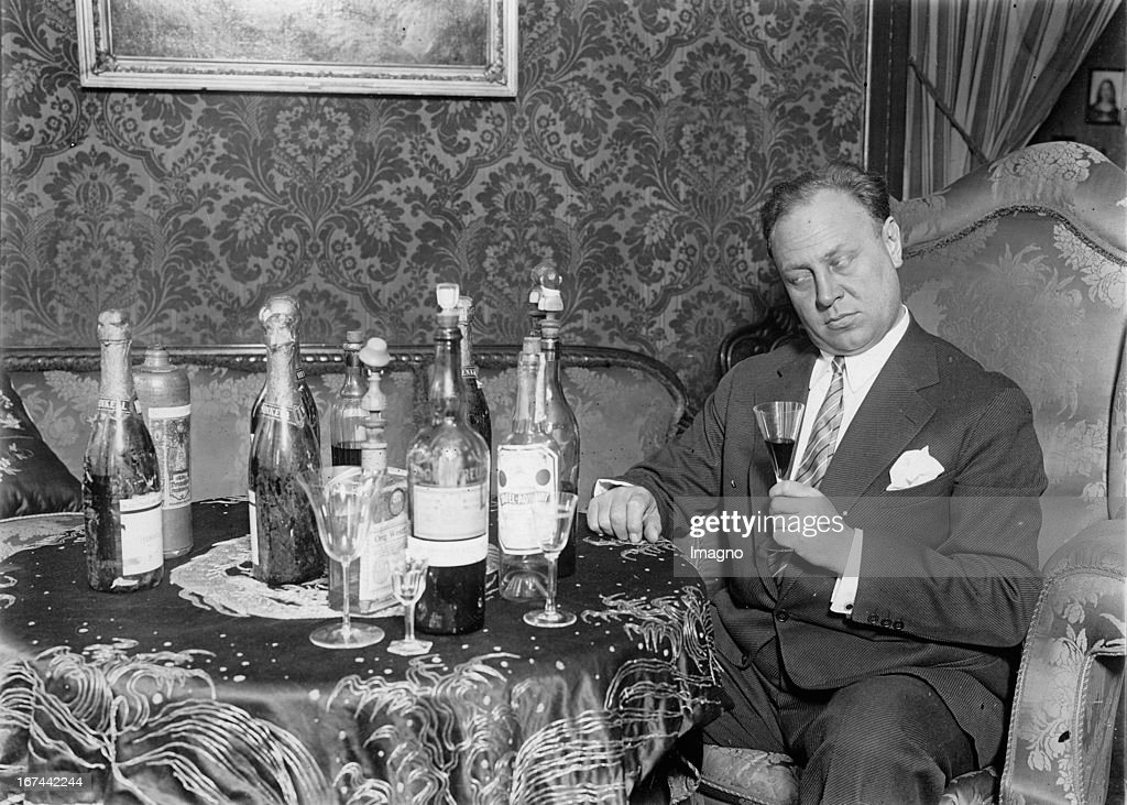 Actor Emil Jannings in 'The Adventure of the King Pausole'. Photograph. 1933 (Photo by Imagno/Getty Images) Schauspieler Emil Jannings in 'Die Abenteuer des Königs Pausole'. Photographie. 1933. Filmszene. Photographie. 1933.