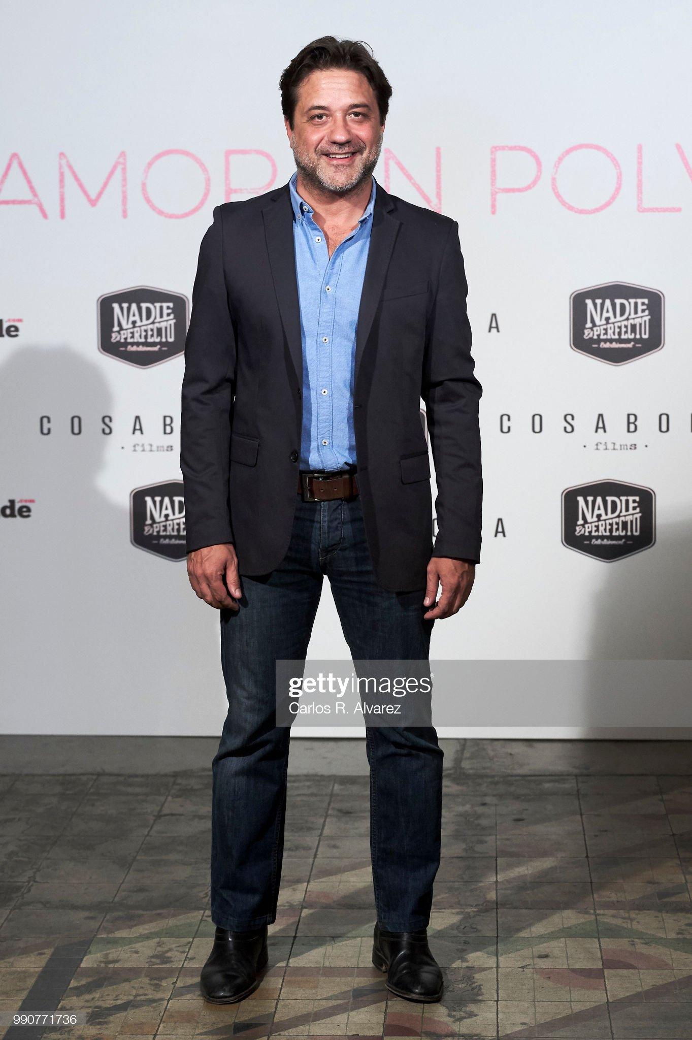 ¿Cuánto mide Enrique Arce? - Altura Actor-enrique-arce-attends-amor-en-polvo-photocall-at-the-sala-equis-picture-id990771736?s=2048x2048