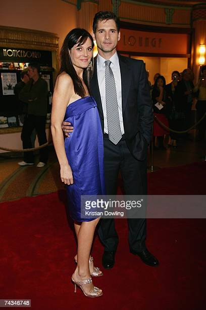 Actor Eric Bana and wife Rebecca Gleeson arrive at the Melbourne premiere of Romulus My Father at the Rivoli Camberwell on May 28 2007 in Melbourne...