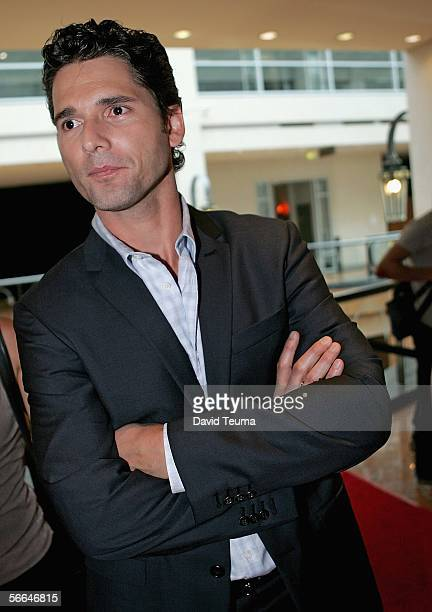 Actor Eric Bana arrives at the Australian premiere of Munich at the Palace Cinema on January 22 2006 in Melbourne Australia