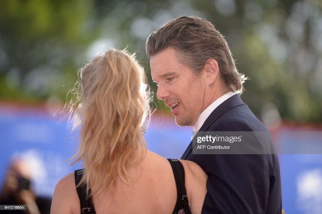 Actor Ethan Hawke and actress Amanda Seyfried arrive for the premiere of the movie 'First Reformed' presented in competition at the 74th Venice Film Festival on August 31, 2017 at Venice Lido. / AFP PHOTO / Filippo MONTEFORTE