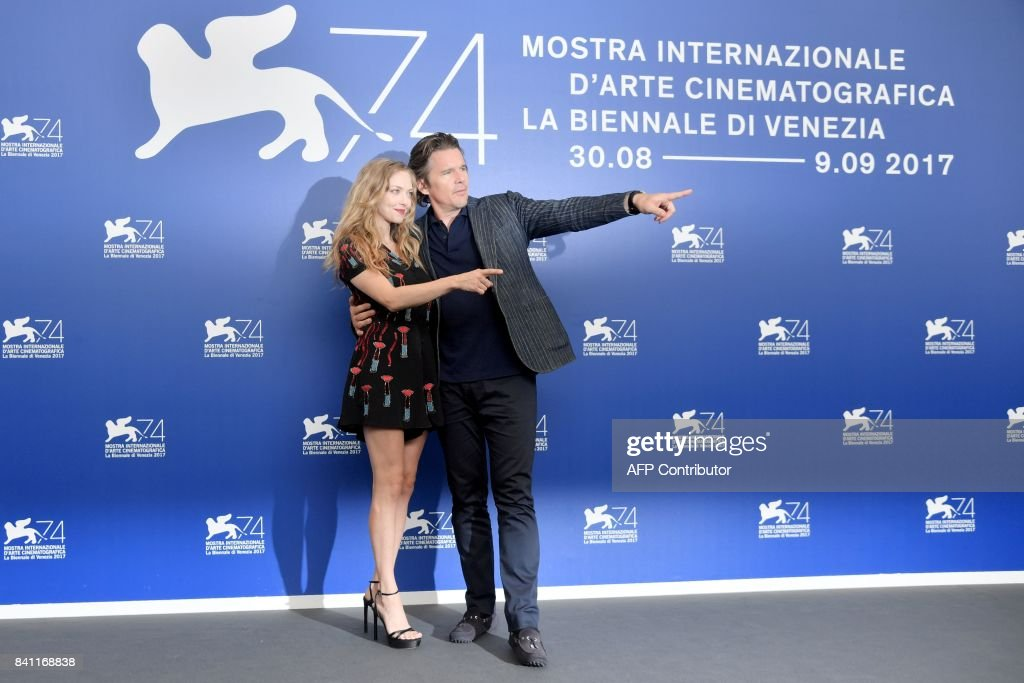 Actor Ethan Hawke (R) and actress Amanda Seyfried attend the photocall of the movie 'First Reformed' presented in competition 'Venezia 74' at the 74th Venice Film Festival on August 31, 2017 at Venice Lido. / AFP PHOTO / Tiziana FABI