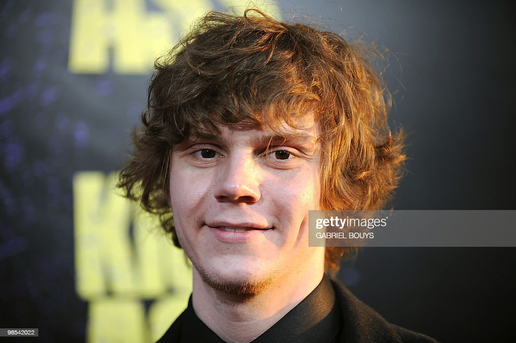 Actor Evan Peters arrives at the premier : Foto di attualità