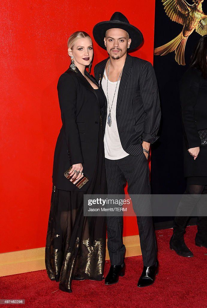 Actor Evan Ross (L) and singer/songwriter Ashlee Simpson attend the premiere of Lionsgate's 'The Hunger Games: Mockingjay - Part 2' at Microsoft Theater on November 16, 2015 in Los Angeles, California.