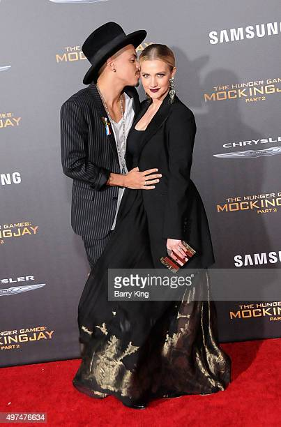 Actor Evan Ross and wife singer Ashlee Simpson attend Premiere Of Lionsgate's 'The Hunger Games Mockingjay Part 2' at Microsoft Theater on November...