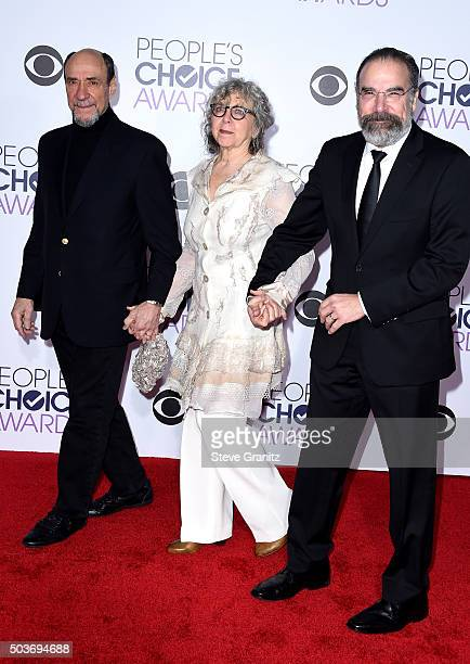 Actor F Murray Abraham actress Kathryn Grody and actor Mandy Patinkin attend the People's Choice Awards 2016 at Microsoft Theater on January 6 2016...