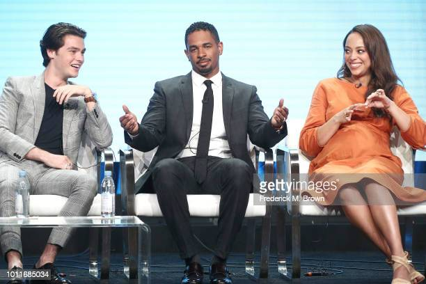 Actor Felix Mallard actor Damon Wayans Jr and actress Amber Stevens West of the television show 'Happy Together' speak during the CBS segment of the...