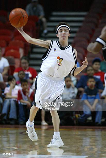 Actor Frankie Muniz plays in the Frankie Muniz HoopLA celebrity charity basketball game presented by Pokemon Trading Card Games on March 14 2004 in...