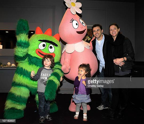 Actor Fred Savage his wife Jennifer Lynn Stone and children Oliver and Lily greet characters of YO GABBA GABBA @ KIA PRESENTS YO GABBA GABBA LIVE...